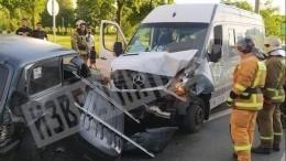 Шесть человек пострадали вмассовом ДТП вПетербурге