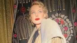 Рената Литвинова надела синюю шубу вжару ипрогулялась поМоскве— фото