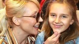 «Вмаму ивАллочку»: Дочь Орбакайте сярким макияжем спародировала маму