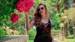 «Полюбишь икозла!»— Анфиса Чехова устроила фотосессию срогоносцем