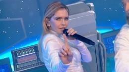 Вера Брежнева исполнила «космический» номер на«Алых парусах»