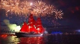 «Гимн мечте илюбви»: пользователи сети бурно обсуждают «Алые паруса» вПетербурге