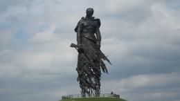 Путин иЛукашенко открыли памятник Советскому солдату