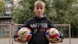 Дзюба пригласил наматч сборной России мальчика, помогающего сиротам