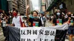 Наулицы Гонконга вышли тысячи протестующих против закона онацбезопасности
