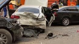 Видео: потерявший сознание водитель устроил массовое ДТП вцентре Москвы