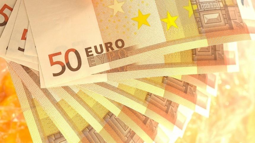 Курс евро подскочил наМосковской бирже выше 81 рубля впервые сначала мая