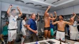 Дзюба сымитировал секс спартнером покоманде, празднуя чемпионство «Зенита»
