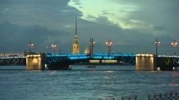 «Зенит»— чемпион! Дворцовый мост вПетербурге окрасили вцвета родной команды