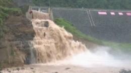 Наводнение вКитае унесло жизни более ста человек— видео