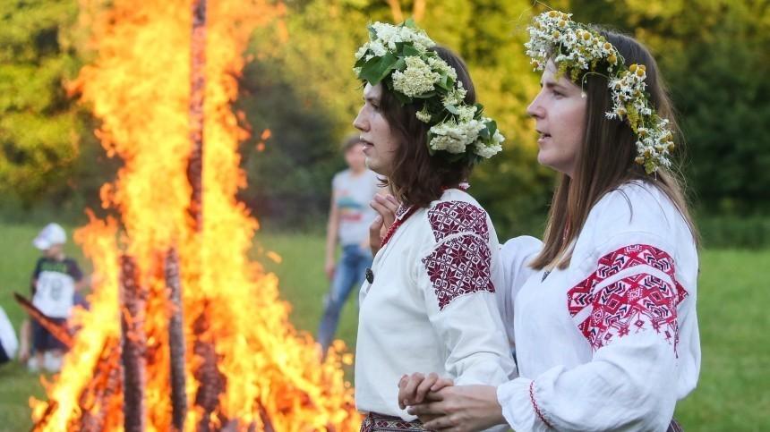 Поедание улиток исожжение Коки: Как вмире празднуют день Ивана Купалы?