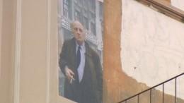 Многострадальное граффити сБродским «спрятали» накрыше дома вПетербурге