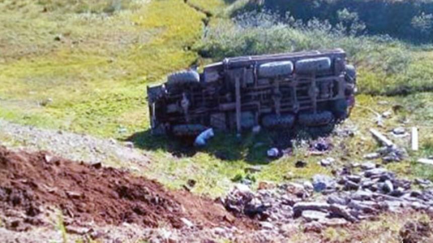 Автобус стуристами перевернулся наКамчатке, есть пострадавшие