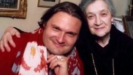 Александр Васильев вспомнил покойную мать вдень еерождения