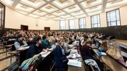 Выпускникам российских вузов предложили выплачивать зарплату засчет государства