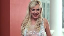 Автор детективных романов Юлия Шилова сильно разбилась упав совторого этажа