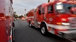 Видео: мать выбросила ребенка стретьего этажа, чтобы спасти отпожара