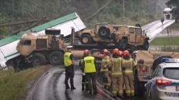 Автомобиль армии США попал вДТП сгрузовиком вПольше— видео