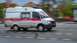 Автомобиль после ДТП влетел впешеходов вПетербурге— видео