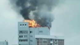 Видео: верхний этаж высотки жилого комплекса полыхает вИркутске