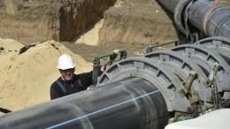 Более 300 военнослужащих прокладывают трубопровод между водохранилищами вКрыму