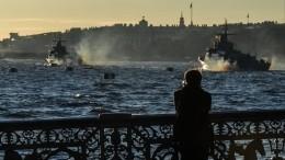Видео: вПетербурге, Кронштадте иКалининграде проходят репетиции кДню ВМФ