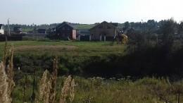 Деревни Подмосковья оказались отрезаны отмира из-за сильных ливней— видео