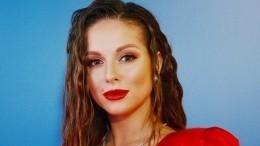 «Секси-бейби»: Мокрая Нюша записала эротичное видео вванной