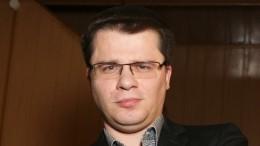 Беда неприходит одна: Гарик Харламов потерял бизнес из-за проблем сналоговой