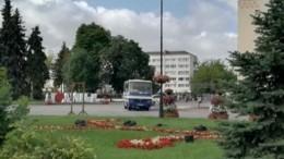 Захватчик автобуса наУкраине поставил ультиматум идал властям полчаса