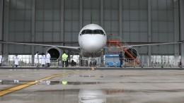 Видео: самолет Ethiopian Airlines загорелся ваэропорту Шанхая