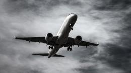 Экстренная посадка иранского самолета попала навидео