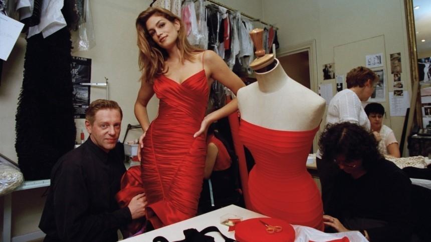 Цвет страсти: ТОП-5 культовых красных платьев звезд