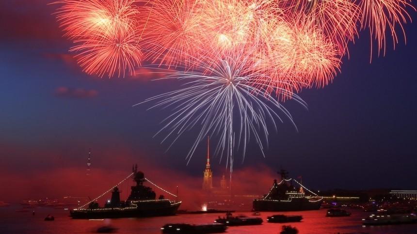 Три тысячи фейерверков озарят Петербург вчесть дня ВМФ