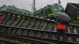 Машинист пострадал при столкновении поездов вПетербурге