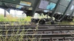 Видео: Поезда сошли срельсов наюге Петербурга