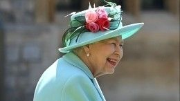 «Вывсех видите?»: Елизавету II научили пользоваться приложением Zoom— забавное видео