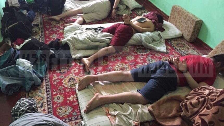 Фото: пособников террористов ИГ* изТаджикистана задержали вПетербурге