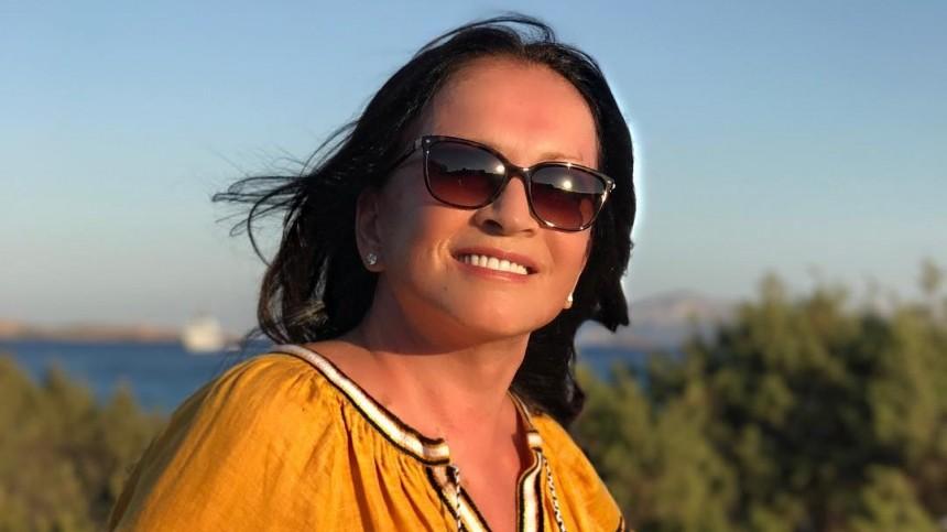 Ниодной морщинки: София Ротару показала редкое фото без макияжа