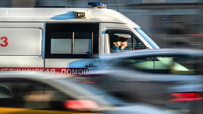 ВПетербурге девушка выпала счетвертого этажа вовремя селфи
