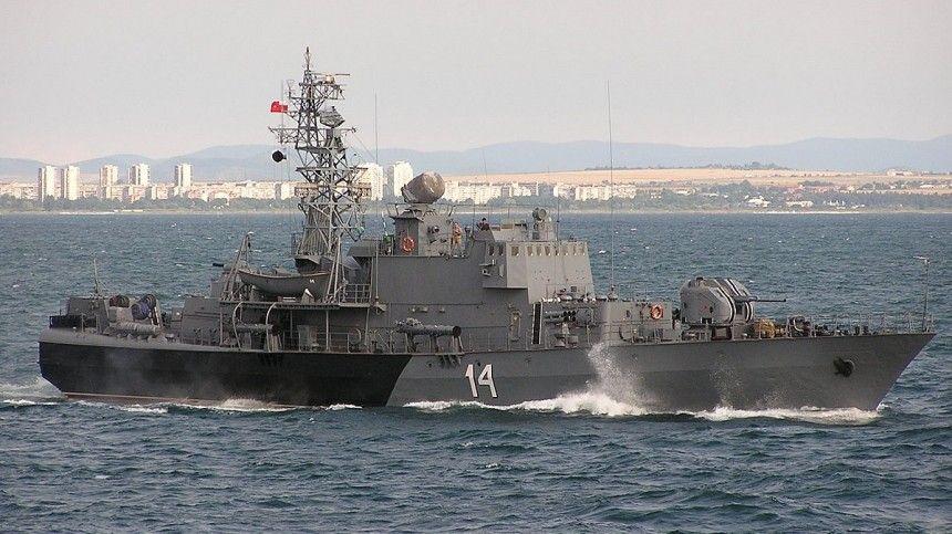 Российские пограничники остановили корвет НАТО вЧерном море одним сообщением