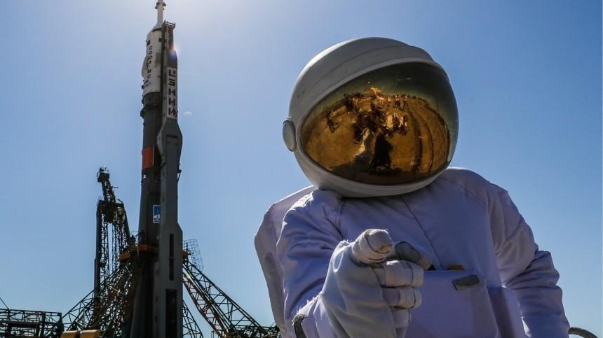 Двух космических туристов «Роскосмос» отправит наМКС в2021 году