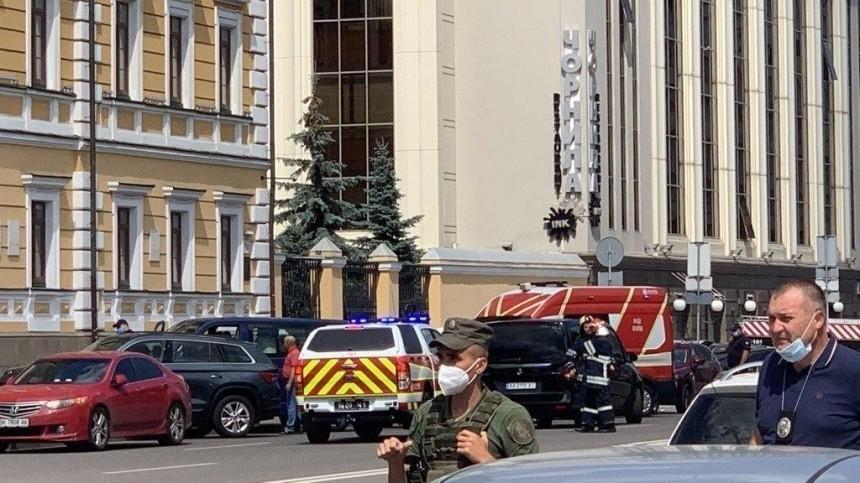 Геращенко назвал национальность захватившего вКиеве заложников вбанке