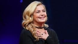 Ирина Пегова призналась, что «балдеет» отсвоей новой прически— фото
