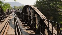 Под военными вовремя учений обрушился железнодорожный мост