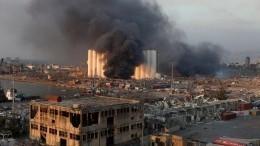 Фото пожарных, входящих насклад вБейруте засекунды довзрыва