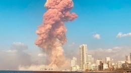 Засекунду довзрыва: толпа зевак снимала близко горящий склад вБейруте