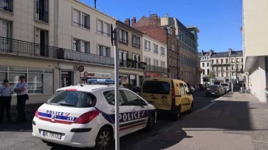 Вооруженный мужчина захватил заложников вбанке вофранцузском Гавре