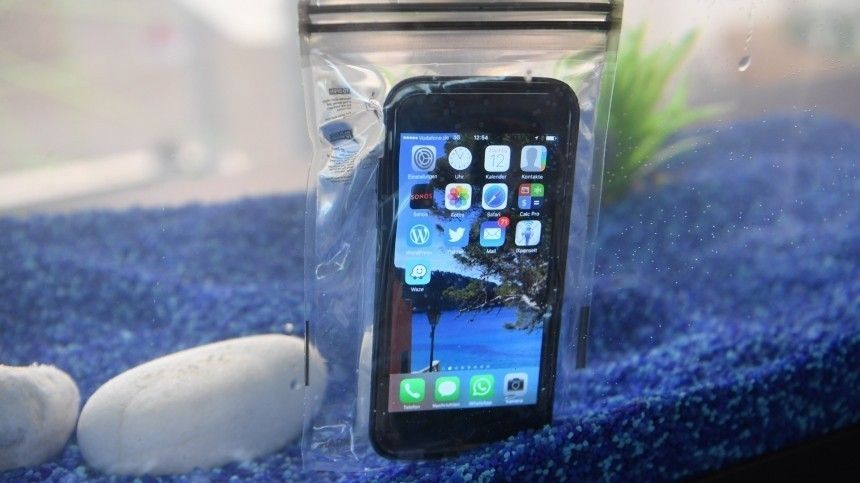 Как спасти упавший вводу смартфон