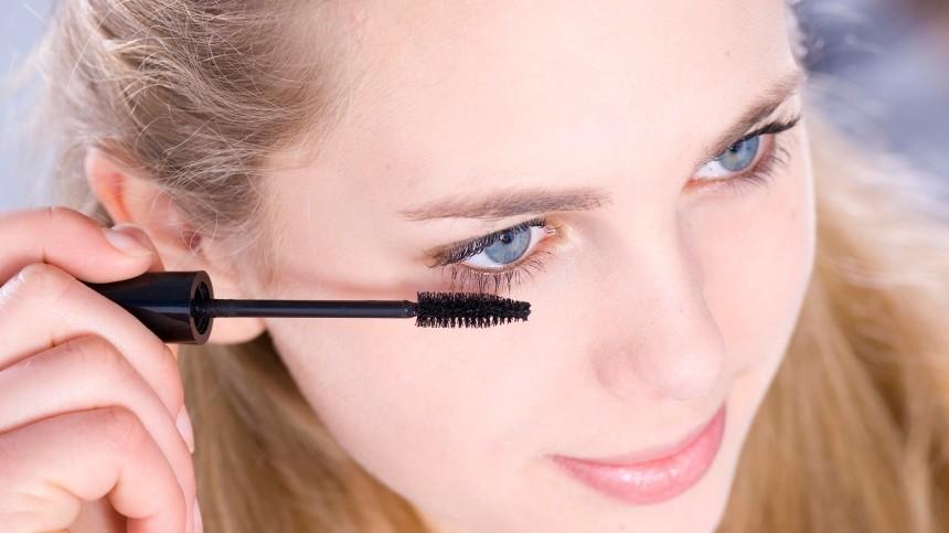 Офтальмолог рассказал, вчем вред некачественной косметики для глаз